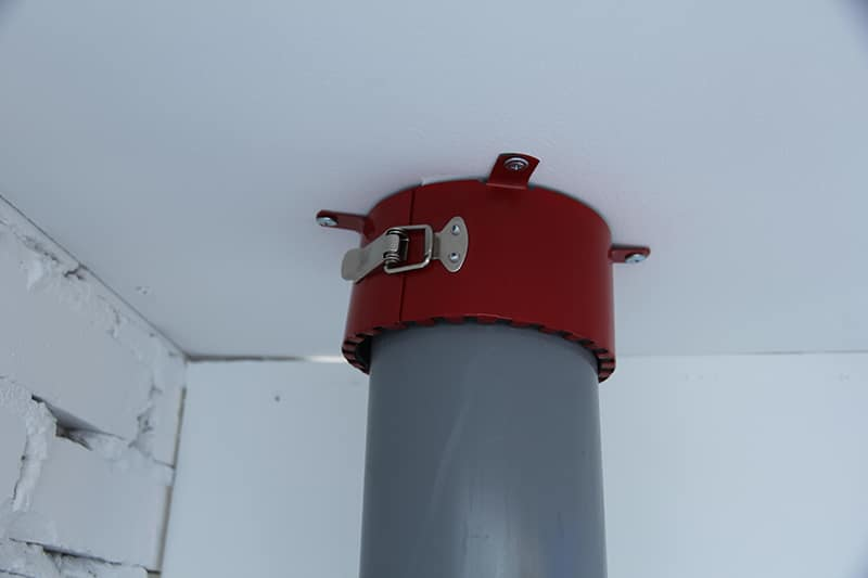 Муфта установленная на водопроводную трубу