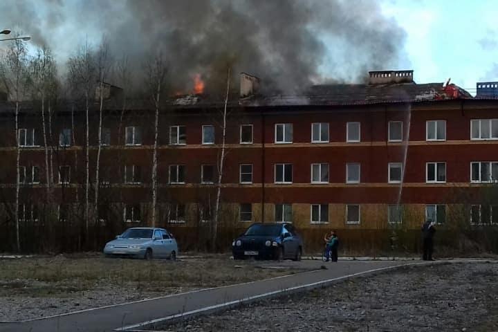 Сгорел дом в новостройке в Каменском